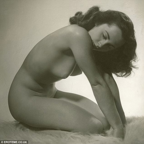 Elizabeth Taylor in 1956 - only known nude photo of her (as seen at Lingerie Briefs)
