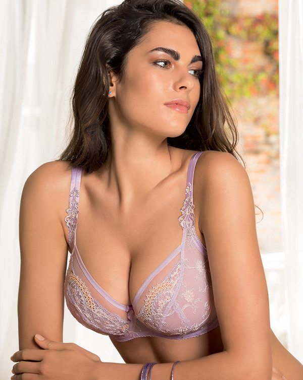 Eprise Instant Chic in lilac 3/4 cup - seen on Lingerie Briefs