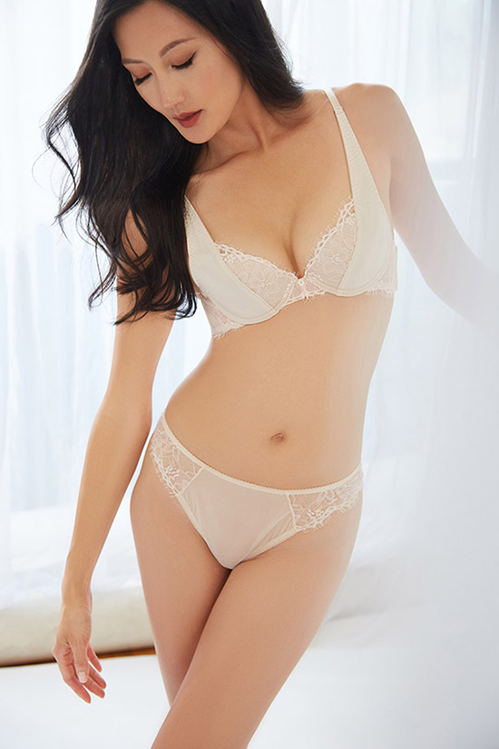 The Little Bra Company bridal lingerie photographed by Stephanie Hynes for Lingerie Briefs