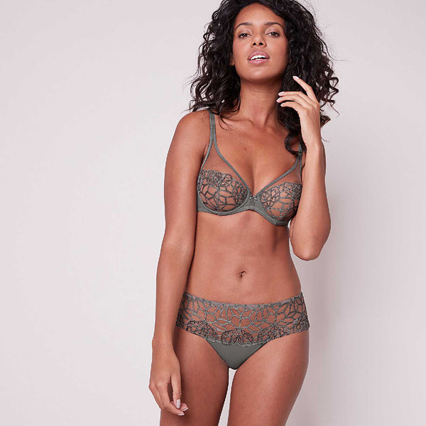 Simone Perele Java Full Coverage Plunge featured on Lingerie Briefs