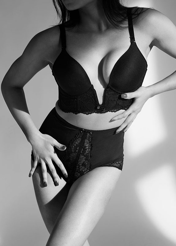 Va Bien Shapewear photographed by Stephanie Hynes for Lingerie Briefs
