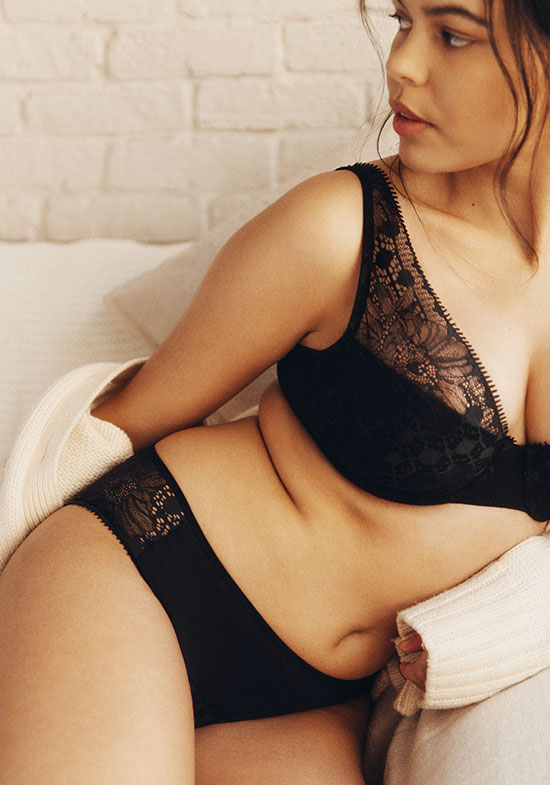 Chantelle Day to Night Collection plunge bra as featured on Lingerie Briefs